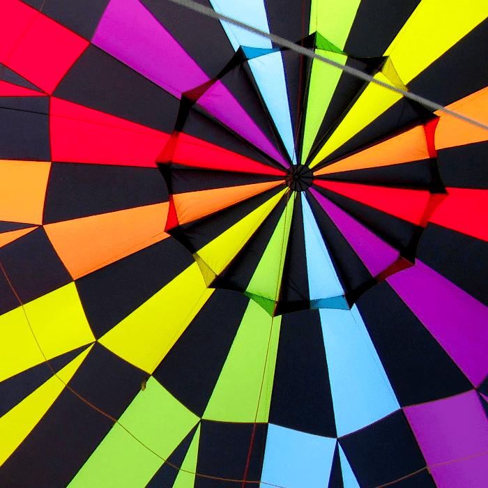 intérieur d'une enveloppe de montgolfière gonflée